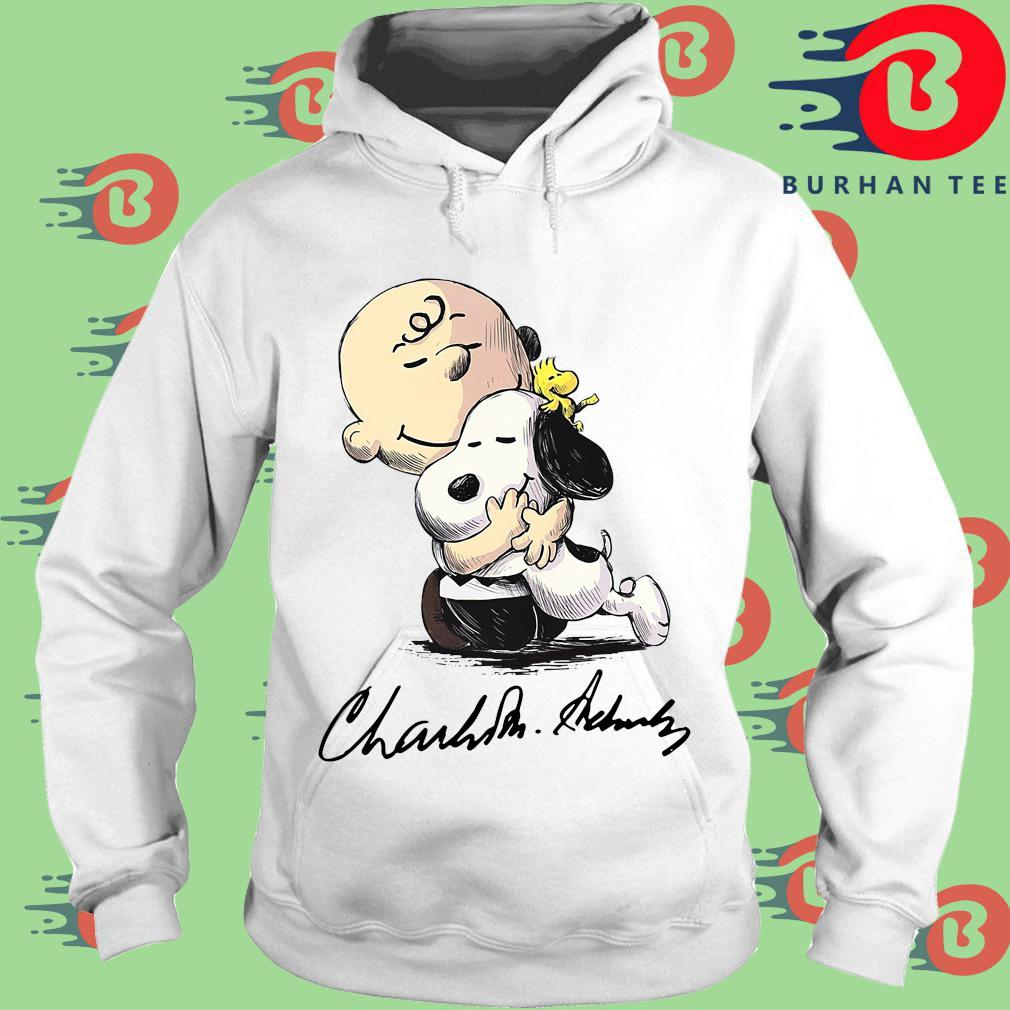 The Charlie Brown Hug Snoopy Signature Shirt trang Hoodie