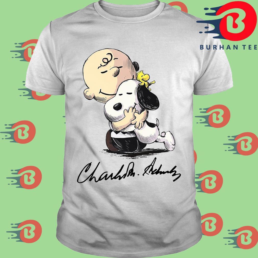 The Charlie Brown Hug Snoopy Signature Shirt trang Shirt